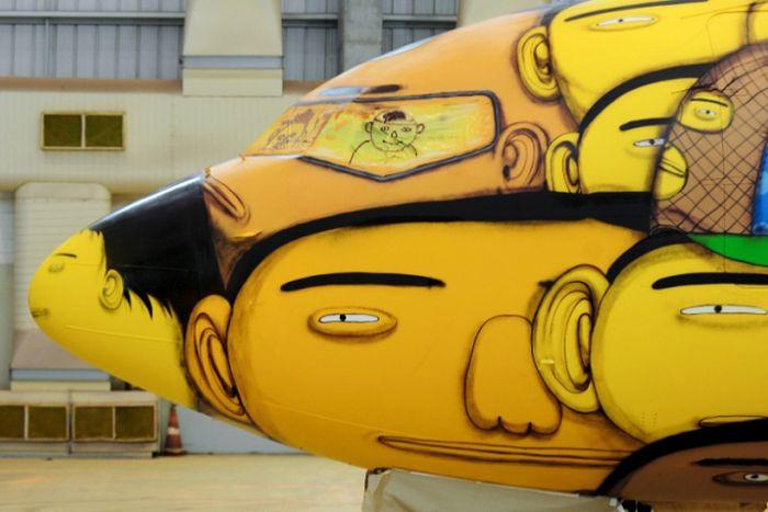 Graffiti Artists Paint The Coolest Plane Ever (18 pics)