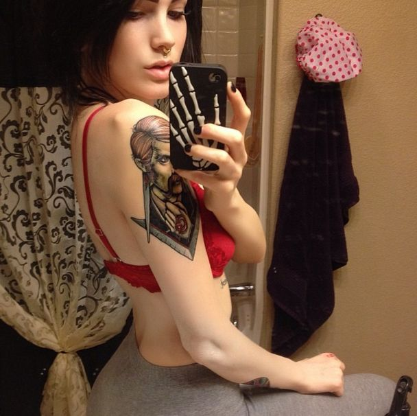 This Smoking Hot Suicide Girl Makes You Want To Live (40 pics)