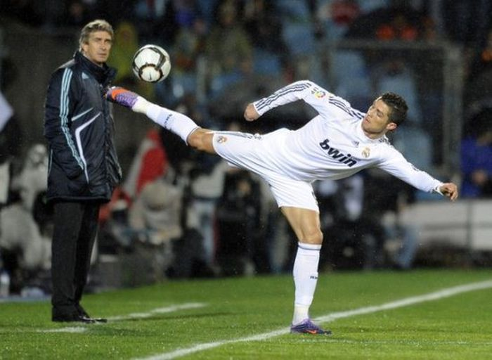 Perfectly Timed Sports Photos (40 pics)