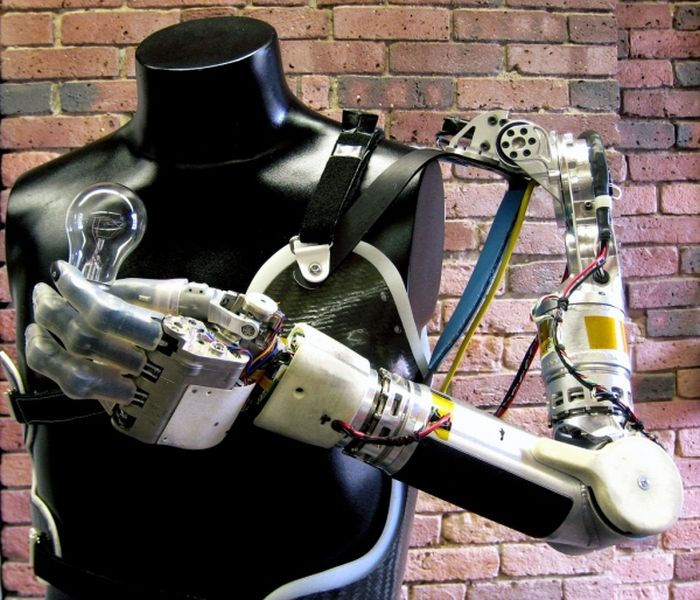 Robotic Arms Aren't Science Fiction Anymore (7 pics)