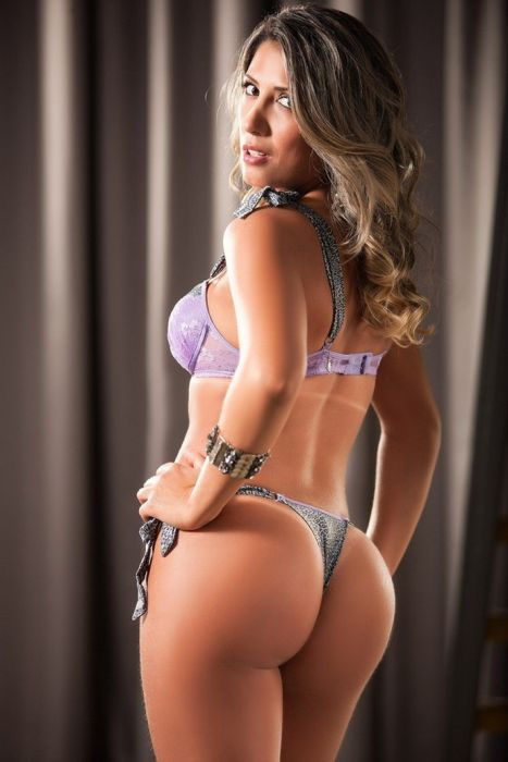 Rosangela Fraga Has The Nicest Backside Ever (18 pics)