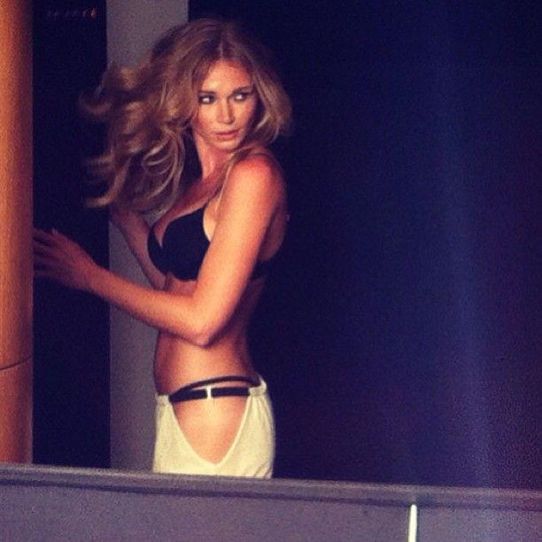 Alyssa Smith Is A Smoking Blonde Babe (32 pics)
