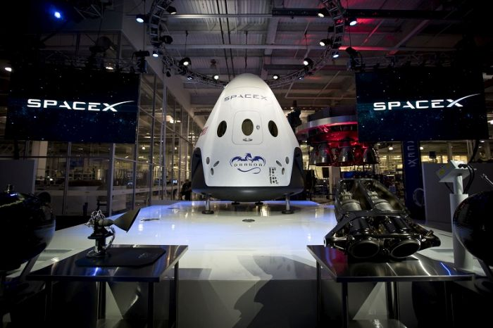 The Dragon V2 Is The Only Way To Travel To Space (10 pics)