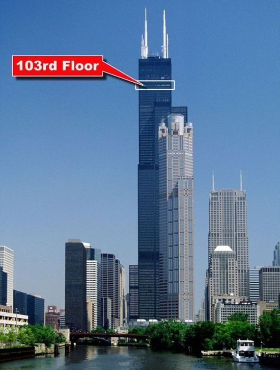 Willis Tower's Glass Skydeck Is Broken And Terrifying (8 pics)