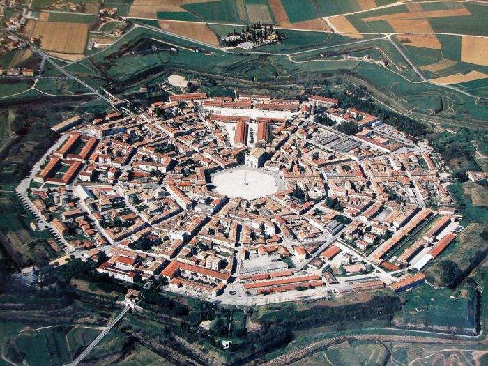 Palmanova Is The World's Ideal Walled City (15 pics)
