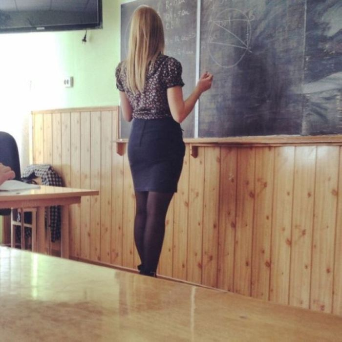 Russian School Girls And Their Nice Rears (18 pics)