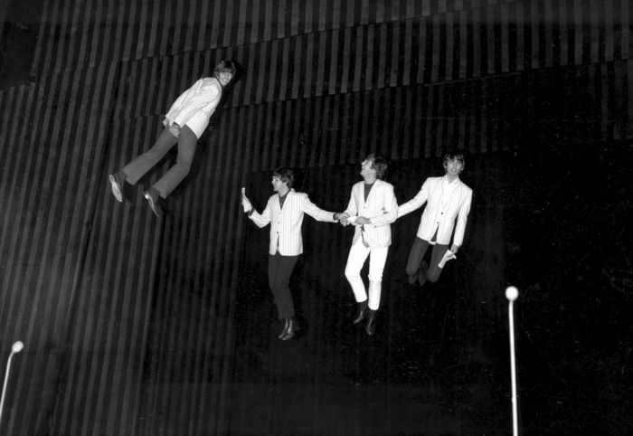 All The Best Photos From Beatlemania (41 pics)