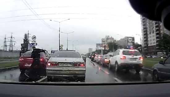 Russian Road Raging Driver Receives What He Deserves
