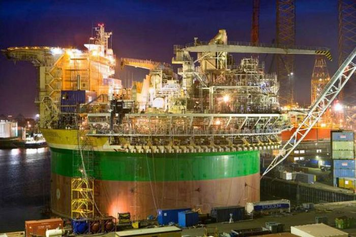 See What It Takes To Build An Oil Rig (19 pics)