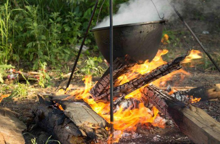 Epic Campfire Cooking Fail (16 pics)