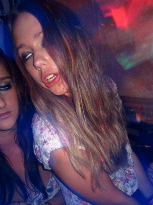 Girls Partying With Other Girls (39 pics)