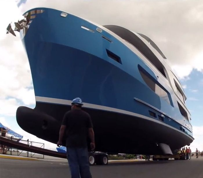 6 Million Dollar Yacht May Be Worth A Little Less Now (11 pics)