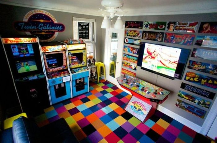 Man Turns Bedroom Into Arcade, Then Gets Dumped (4 pics)
