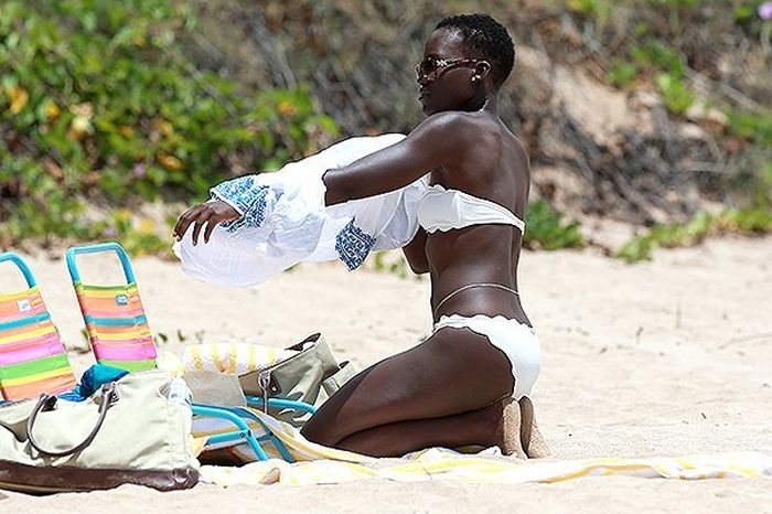 Lupita Nyong'o Bares It All In A Bikini (6 pics)