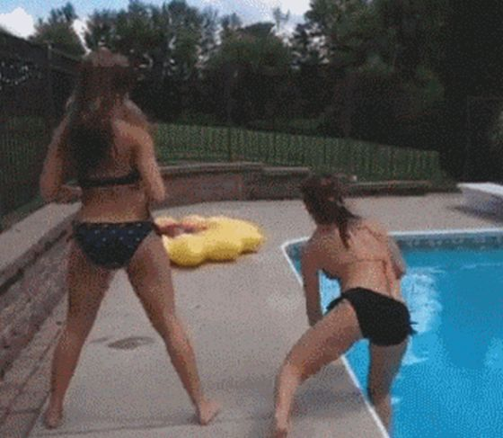 These May Be The Clumsiest Girls Ever (25 gifs)
