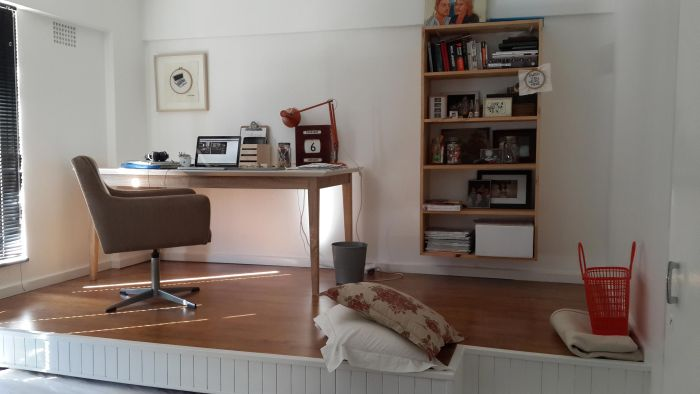 Guest Bedroom And Home Office Merge Into One (31 pics)