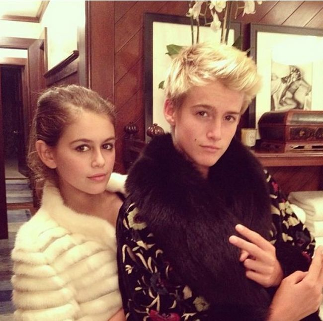 Guess Which Supermodel Gave Birth To These Kids (2 pics)
