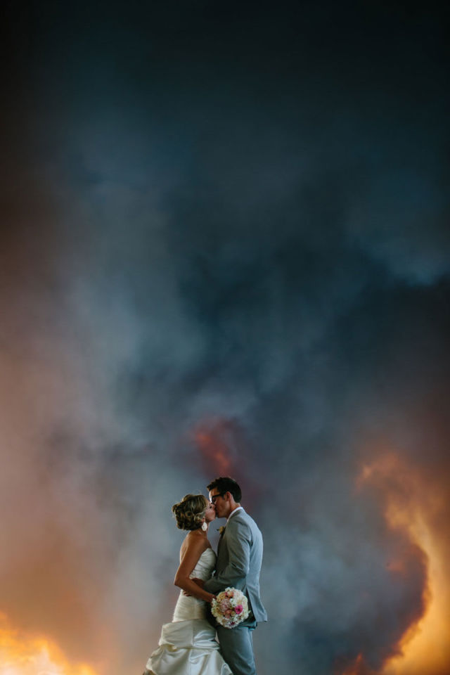 A Wedding Photo Shoot In A Wildfire (16 pics)