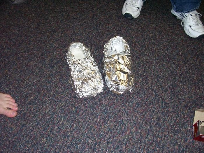 They Covered Their Friend's Entire Room In Tin Foil (9 pics)