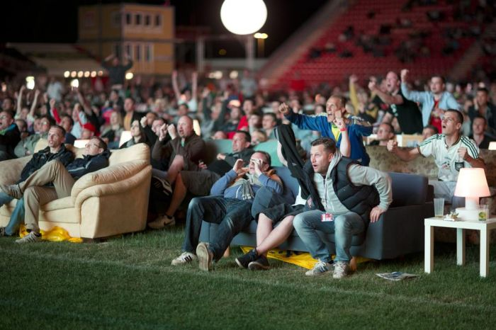 Alten Foersterei Stadium Turned Into A Movie Theater (6 pics)