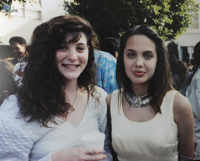 What Angelina Jolie Looked Like In Her Younger Days (11 pics)