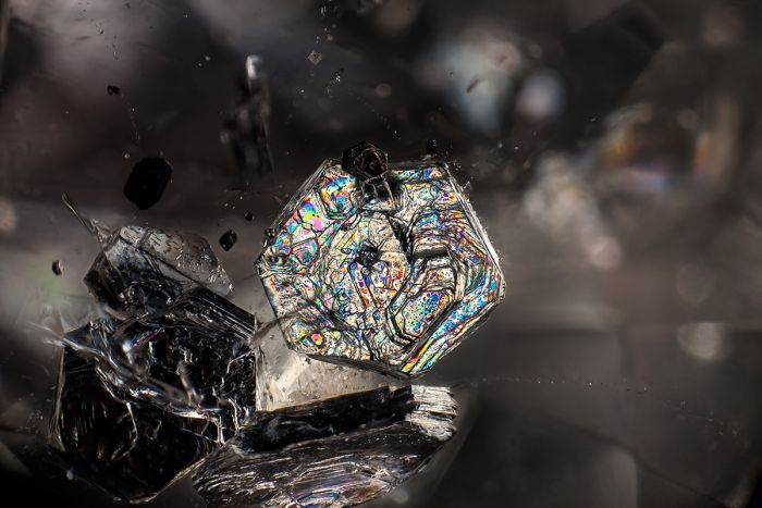There's A Whole World Inside Of These Gemstones (15 pics)