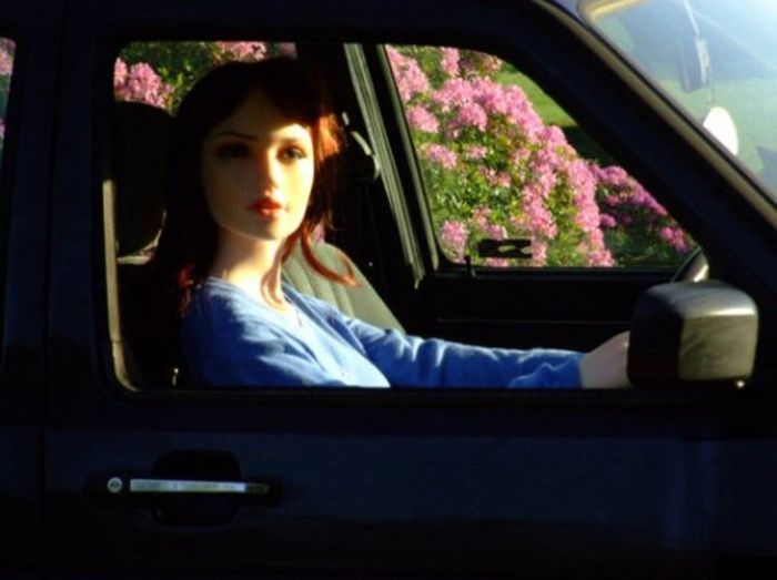 This Sex Doll Will Sell Your Car On eBay (4 pics)