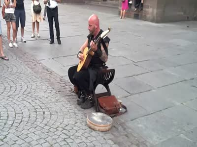Amazing Voice Of A French Street Musician