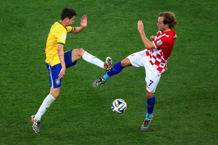 Perfectly Timed Pictures From The World Cup (25 pics)