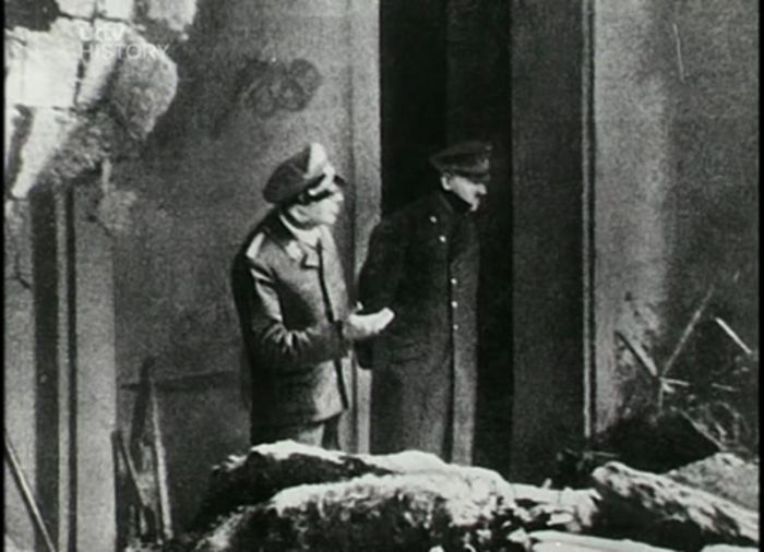 15 Things You Never Wanted To Know About Hitler (20 pics)