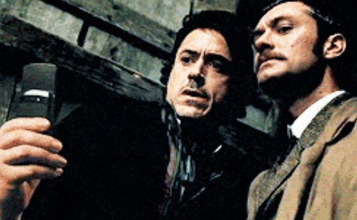 Your Favorite Movie Characters Taking Selfies (19 gifs)