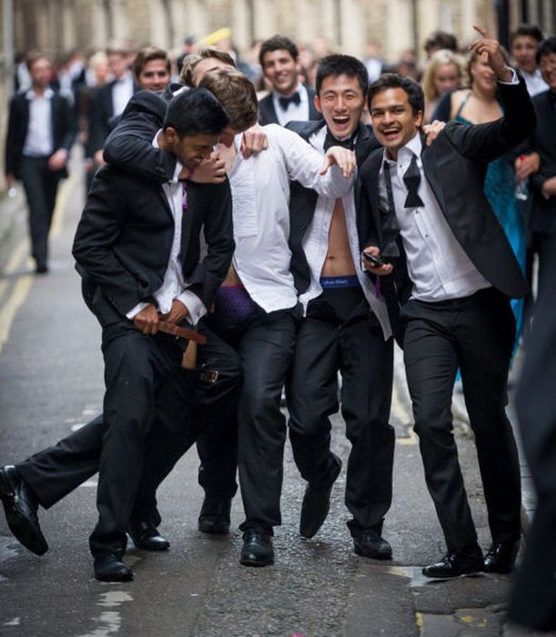 How Cambridge University Students Start Vacation (53 pics)