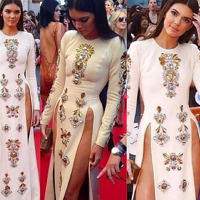 Kendall Jenner Shows Off Legs In Provocative Dress (9 pics)