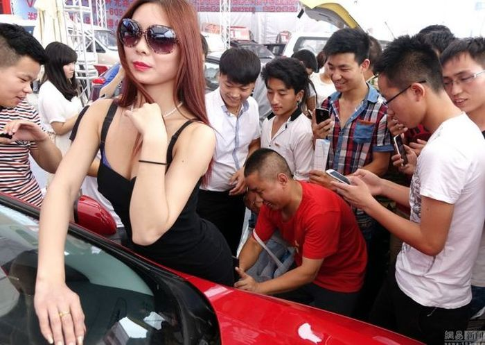 Cars Aren't Always The Best Part Of The Auto Show (12 pics)