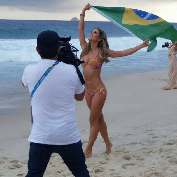 Vanessa Huppenkothen Is The Hottest Reporter On The Planet (40 pics)