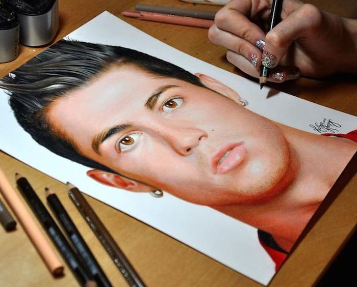 These Colored Pencil Portraits Look Real (22 pics)