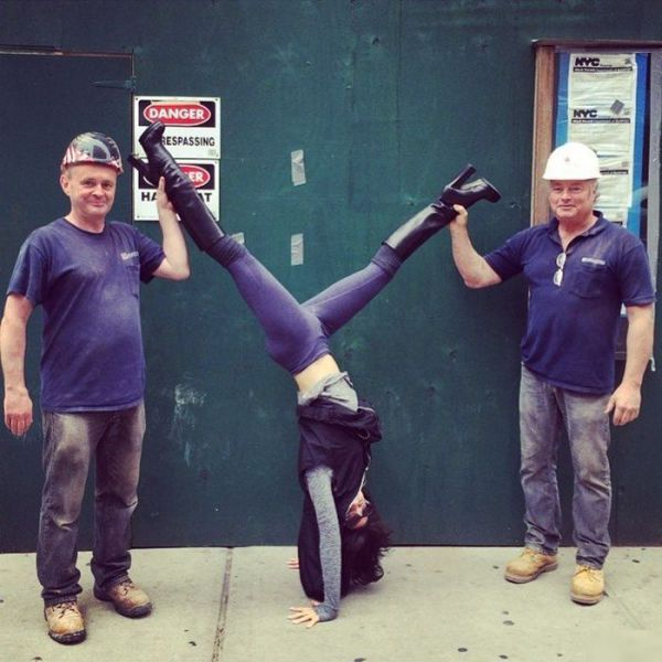 This Woman Does Yoga Everywhere (27 pics)