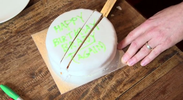 How To Cut A Cake The Right Way (7 pics)