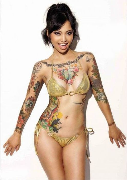 Incredibly Gorgeous Girls With Ink (53 pics)
