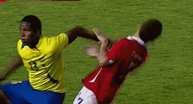 How To Take A Dive In Soccer (19 gifs)