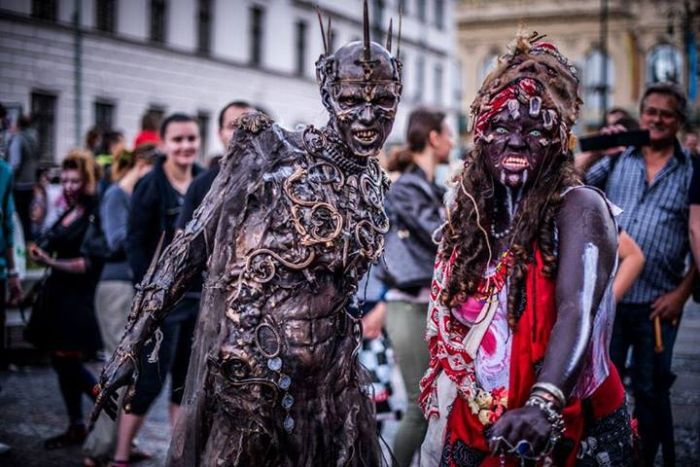 The Most Epic Zombie Costume Of All Time (15 pics)