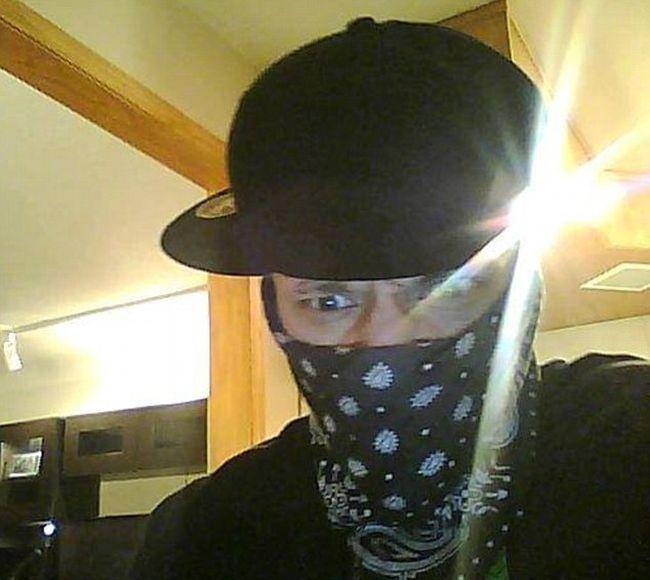 Burglar Gets Busted For Logging Onto Facebook (7 pics)