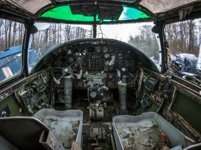 Epic Abandoned WWII Fighter Planes (15 pics)