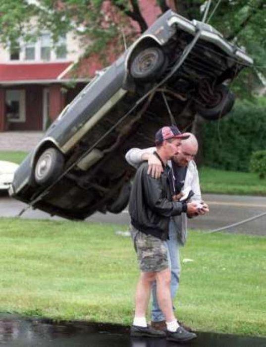 The World's Strangest Automobile Accidents (27 pics)