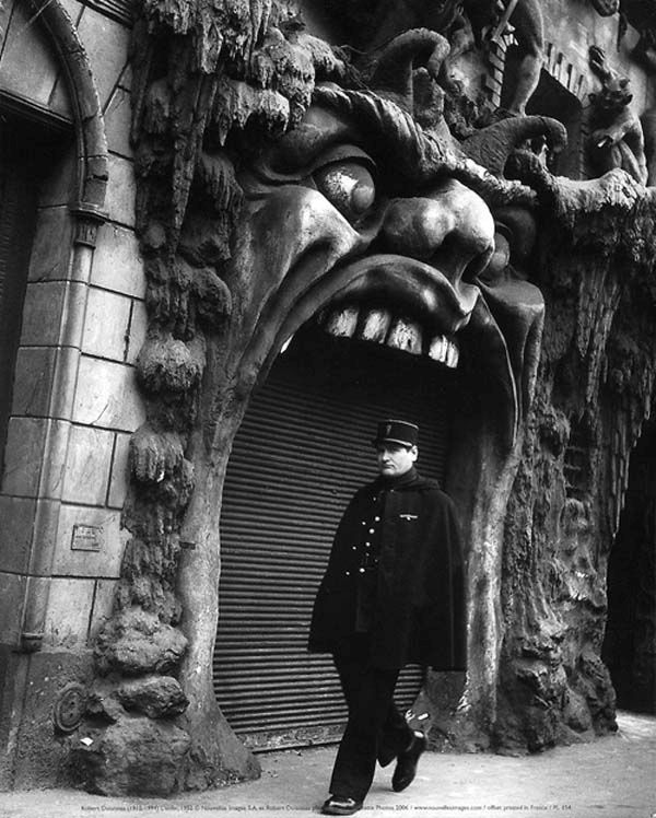 The Creepiest Parts Of Paris (16 pics)