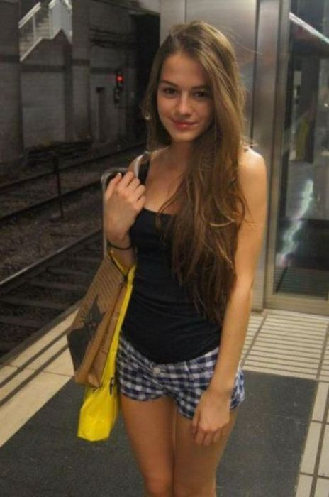 A Good Looking Girl Can Light Up Your Life (48 pics)