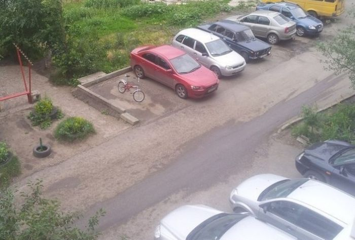 Why You Don't Leave Your Bike In A Parking Spot (2 pics)