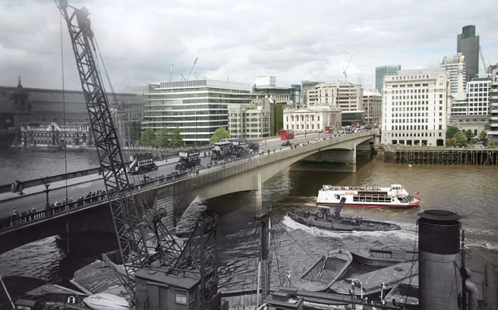 London's Bridges Past And Future Mashup (14 pics)