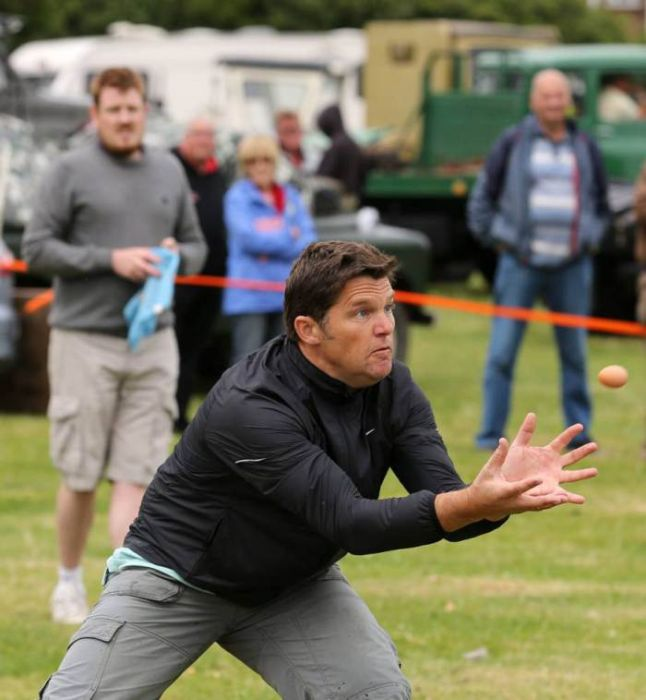Welcome To The Egg Throwing Championships 2014 (22 pics)