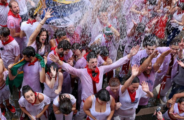 Spain's Annual Street Festival Is A Lot Of Fun (57 pics)